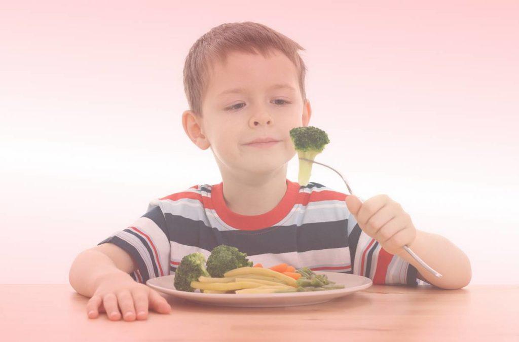 Правильный рацион школьника: чем кормить отличника?